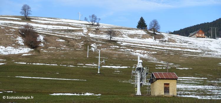 Le manque de neige dans les stations de moyenne montagne